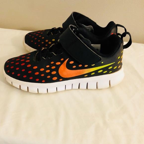 17883dada42f01 Nike Kids Free Express Running Shoe Size 1Y. M 5b3aa3c6a31c33e47bdb4cf0